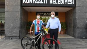 Konyaaltı bisikletçisi Emir Altuğ Yurt, 'Downhill' şampiyonu
