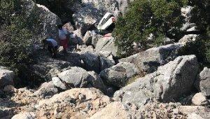 Otomobil kayalıklardan aşağı uçtu !