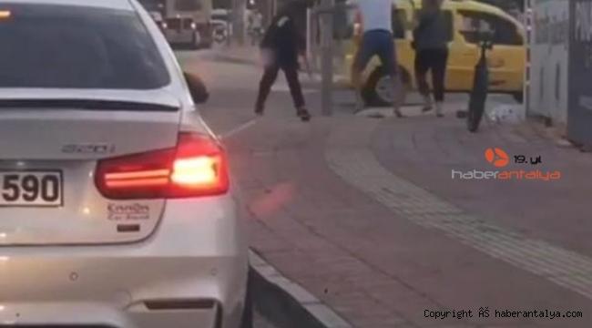 Sokak ortasında 'sopa'lı kavga