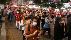 Antalya'da meşaleli cumhuriyet yürüyüşü