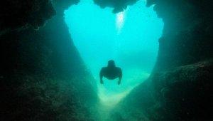 Antalya'nın merkezinde 'aşk mağarası'