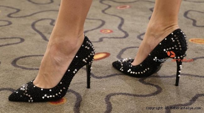 Bu ayakkabı fiyatı ile dudak uçuklatıyor !