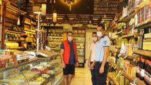 Büyükşehir Zabıtası'ndan Kemer'de maske denetimi
