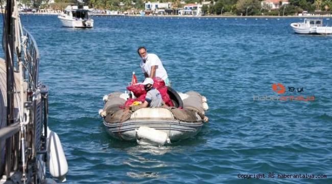 Deniz dibinden 257 kilogram katı atık çıkarıldı