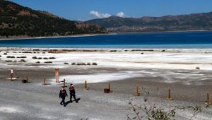 Girişin yasaklandığı Salda Gölü'nün Beyaz Adalar bölgesi yine ilgi odağı