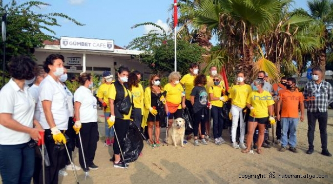 Sertep Erener ile Yonca Evcimik'in de katılımı ile sahili temizlediler