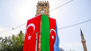 Tarihi simgeler bayraklarla donatıldı