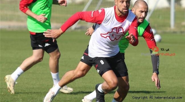 Antalyaspor'un kırmızı kartlarla başı dertte