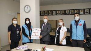 AÜ'de kanser tedavisi gören çocuklara anlamlı hediye