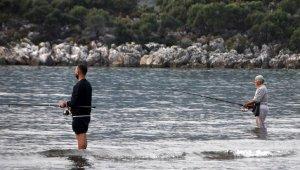 Balık tutkusu engel tanımıyor