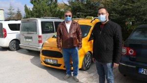 Bir yeğeni gazi, diğeri uzman çavuş olan taksiciden şehit ailelerine ücretsiz hizmet