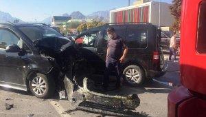 Ehliyetine el konulan sürücü zincirleme kazaya neden oldu