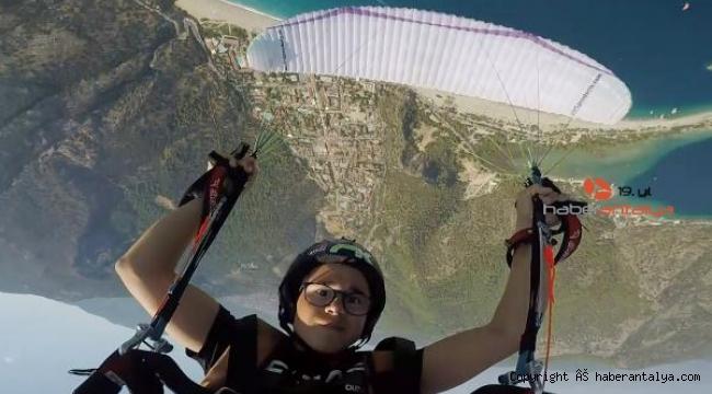 En genç akrobasi pilotu, dünyaya açılmak istiyor