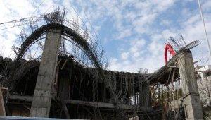 İnşaatta beton harcı dökümü sırasında kalıp çöktü: 4 yaralı