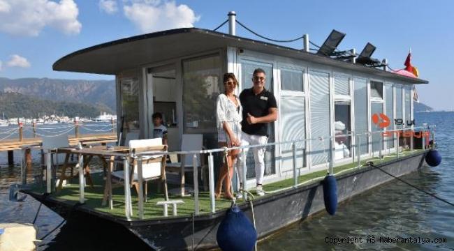 Ünlü spor organizatörü yüzen evinde ailesiyle izole yaşıyor