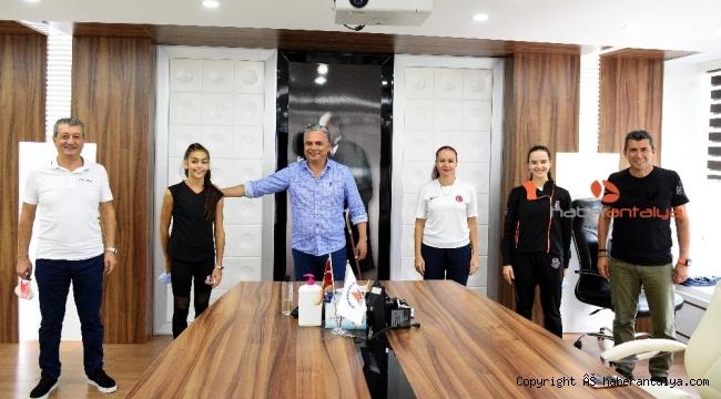 Uysal'dan Kiev'de Türkiye'yi temsil edecek sporcuya başarı dileği