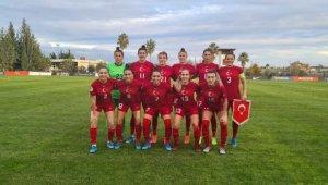 A Milli Kadın Futbol Takımı, Rusya'ya mağlup oldu