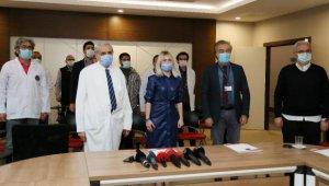 Aşı gönüllüsü Rektör Özkan: Aşı olmazsak savaşma şansımız yok