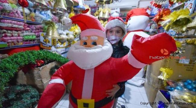 Noel Baba kostümlü, evde yılbaşı kutlaması fiyatları katlandı