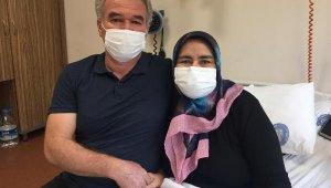33 yıllık eşini hayata bağladı