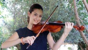 Anne karnında müzikle tanışan Irmak, kemanıyla başarıdan başarıya koşuyor