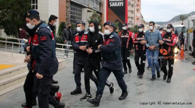 Antalya'da jandarmadan dev uyuşturucu operasyonu: 47 gözaltı
