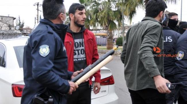 Antalya'da silahlı, sopalı, muştalı kavga !