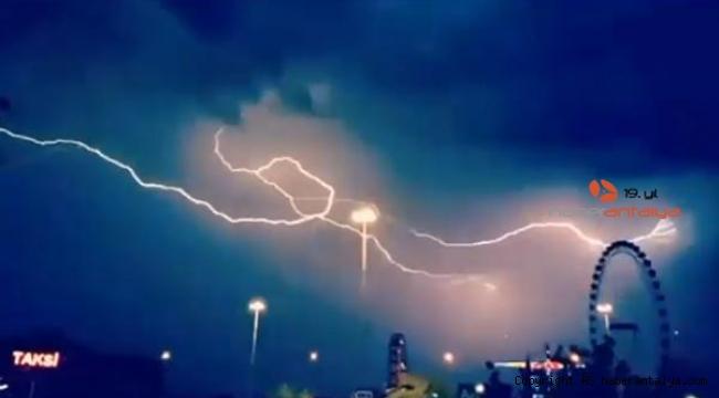 Antalya'da yağmur ve fırtına hayatı olumsuz etkiliyor