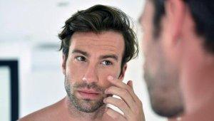 Erkekler de göz çevresi morluk ve şişkinliklerden kolayca kurtulabilir