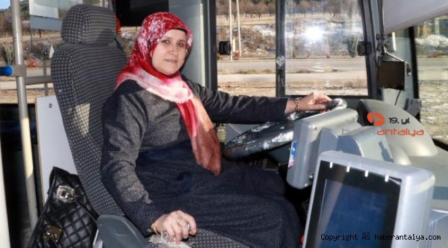 İlk kadın halk otobüsü şoförü direksiyona geçti