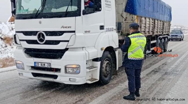 Jandarmadan kış lastiği uygulaması