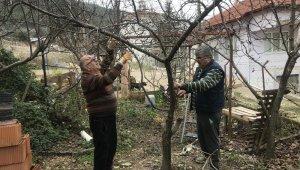 Kışın köye gelemeyen köylülerin evlerinin bakımını komşuları yapıyor