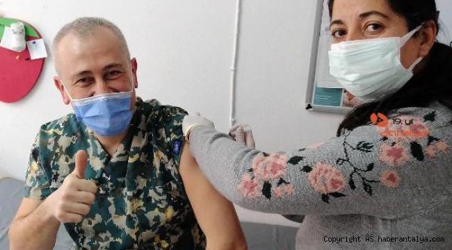 Korkuteli'nde sağlık çalışanlarına aşı