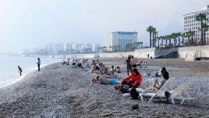 Ocak ayında yazdan kalma günlerin tadını turistler çıkardı