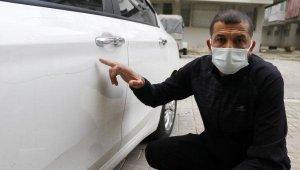 Tacize uğradığını iddia ettiği adamın arabasını çizdi