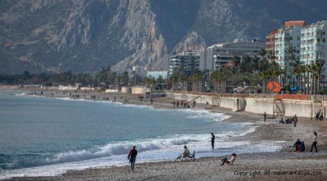 Yurdun büyük bölümünde kar, Antalya'da ise bahar
