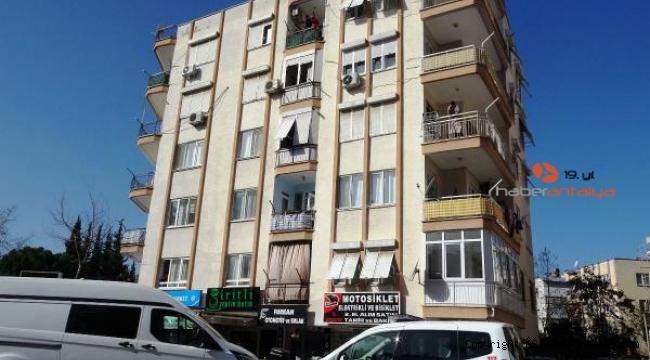5'inci kat balkonundan yere çakıldı
