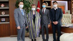 Afganistanlı baba- kızın Akdeniz Üniversitesi başarısı