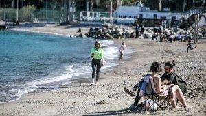 Antalya'da şubat ayının en sıcak gününü sahilde geçirdiler
