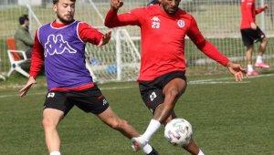 Antalyaspor, 6 yıldır yenemediği Başakşehir'i mağlup etmek istiyor. İşte muhtemel 11