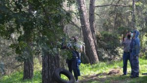 Kendisini ağaca iple astı, son anda kurtarıldı !