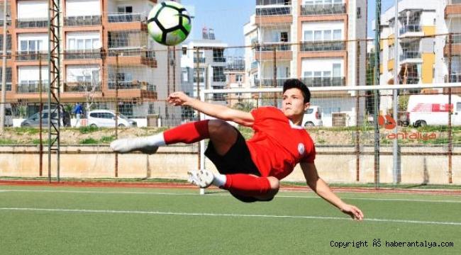 Lösemili Yaşar'ı, futbol aşkı hayata bağladı