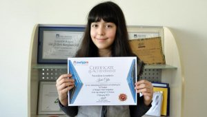 Manavgatlı öğrenci İngiltere'de dünya birincisi oldu