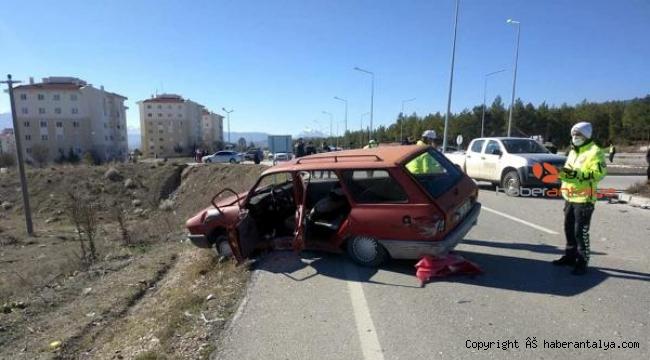 Otomobil jandarmayla çarpıştı: 4 yaralı