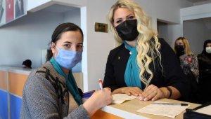 Yabancı asıllı Türk vatandaşı 5 kadın, AK Parti'ye üye oldu