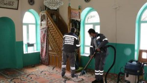 Akseki'de camilerde Ramazan temizliği