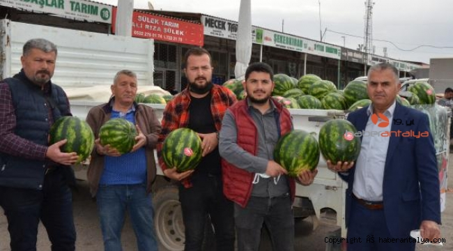 Antalya'da mevsimin ilk karpuzu pahalı oldu