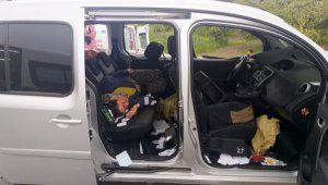 Antalya'dayolcu otobüsü ile tarım işçilerinin aracıçarpıştı: 6 yaralı