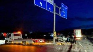 Kavşakta feci kaza: 3 ölü, 2 yaralı !