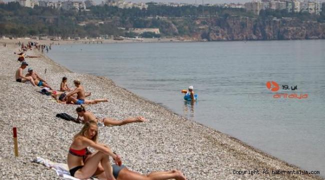 Kısıtlamadan muaf olanların sahil keyfi